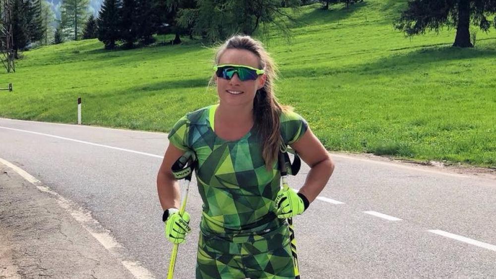 Dorothea Wierer beim Training auf den Rollerskiern.