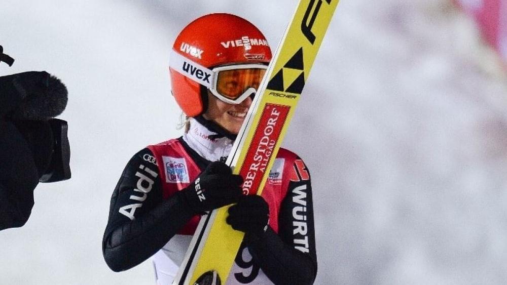 Katharina Althaus gewann das erste Springen von Premanon.