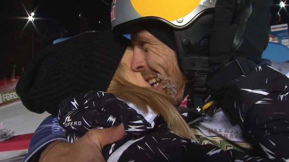 Roland Fischnaller wurde von seiner Frau Elisabeth live im TV überrascht. © Screenshot