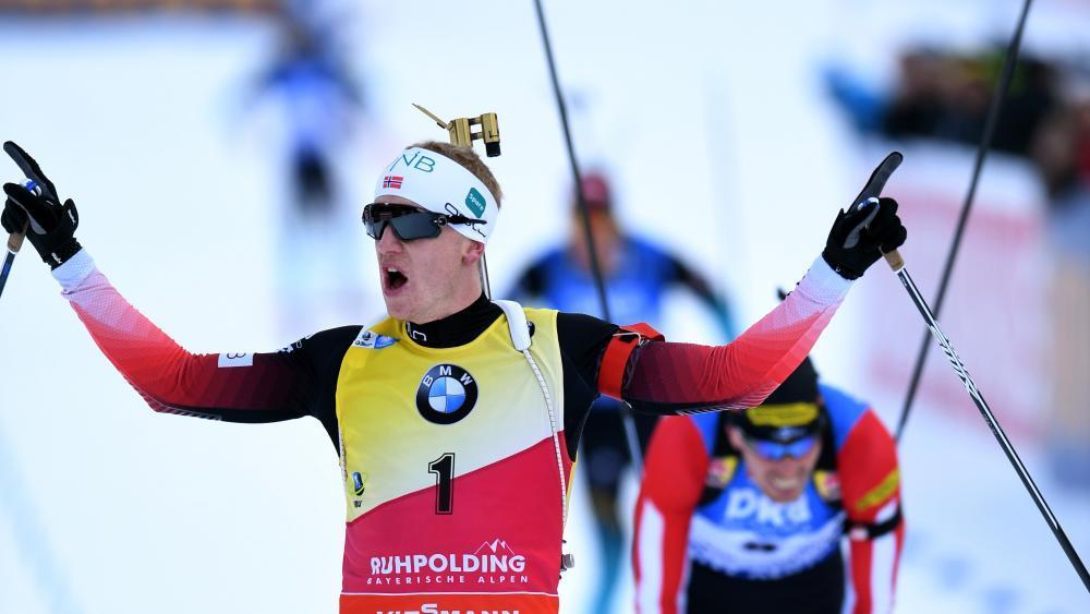 Johannes Thingnes Bø gewinnt den Massenstart. © APA/afp / CHRISTOF STACHE
