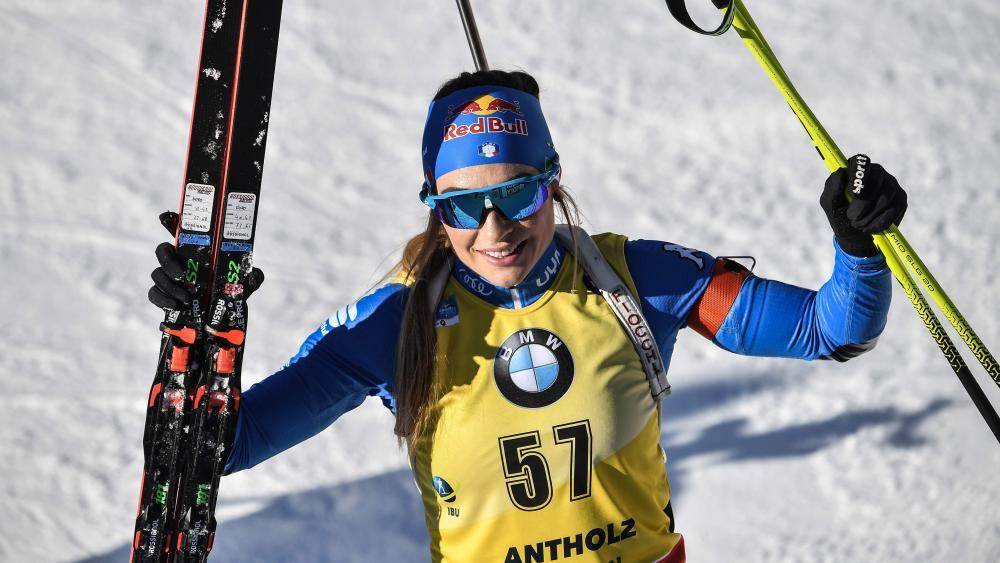 Dorothea Wierer hat sich ihre zweite Goldmedaille bei der Heim-WM in Antholz gekrallt. © APA/afp / MARCO BERTORELLO