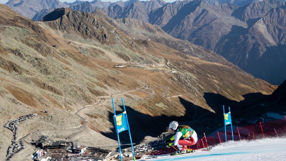 Corinne Suter & Co. starten früher als geplant in die neue Weltcupsaison. © APA / EXPA/JOHANN GRODER