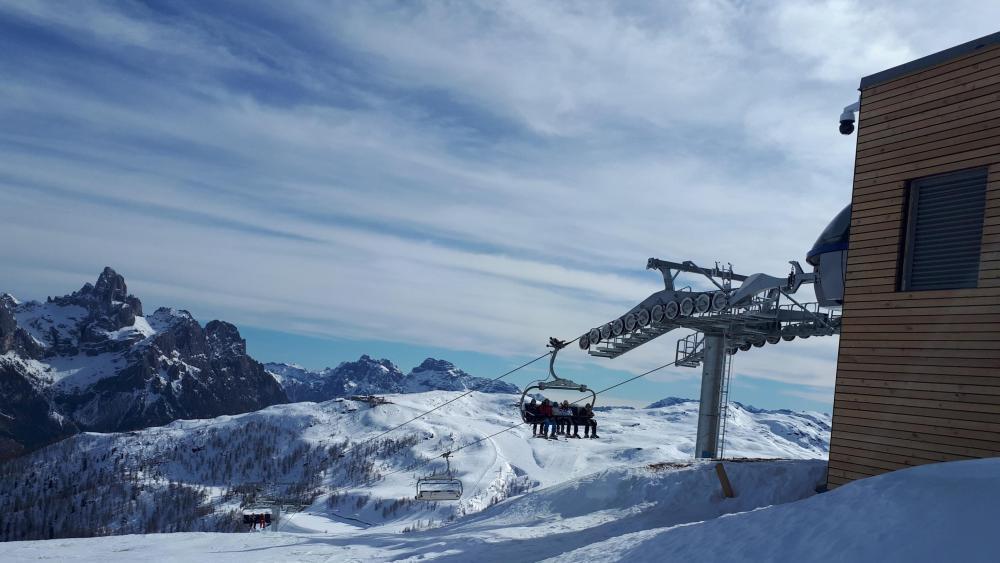 Wann können die Ski-Anlagen wieder öffnen? Diese Frage wird derzeit häufig debattiert. © ANSA / ROBERTA MARROLLO