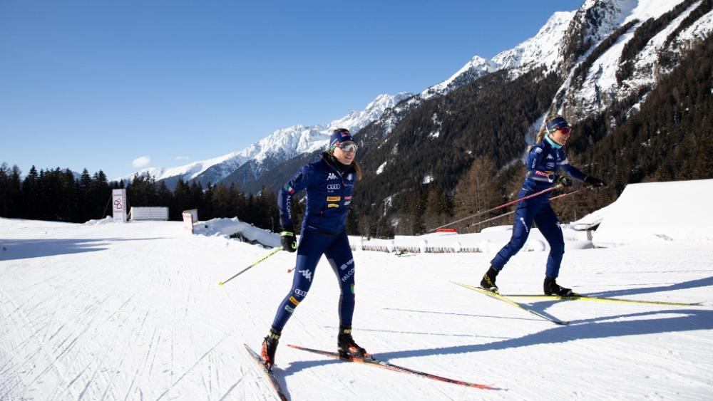 Dorothea Wierer (links) beim Training mit Federica Sanfilippo: Die beiden Freundinnen sind am Donnerstag erstmals im Einsatz. © IBU
