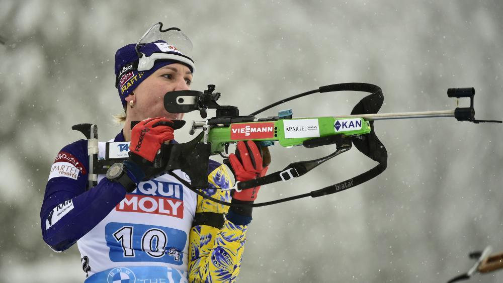 Biathlon-Olympiasiegerin vollzieht besonderen Wechsel. © AFP / JURE MAKOVEC